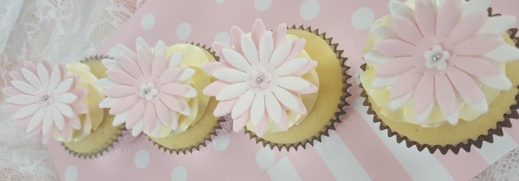 4x Daisy Cup Cakes.